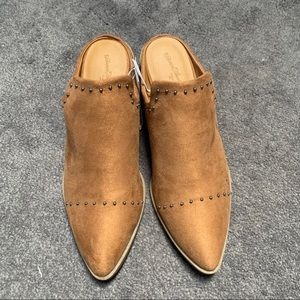 NWT Universal Thread Mules Size 9